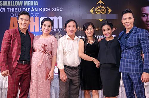 hong-phuong-bau-6-thang-van-giup-chong-ra-mat-liveshow-5
