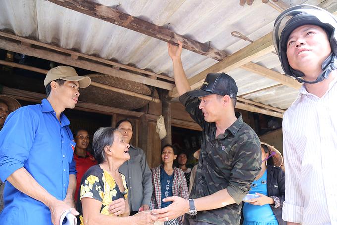 Phan Anh đi xe máy vào vùng sâu gặp người dân Quảng Bình