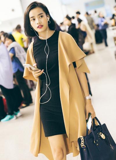 Thí sinh The Face Kim Chi cùng công ty người mẫu với Ngọc Trinh.