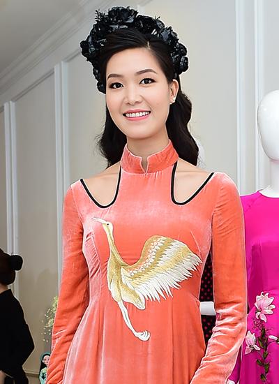 Hoa hậu Việt Nam 2008 Thùy Dung mặc một thiết kế của Hà Linh Thư
