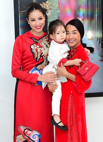 Cô hộ ngô mẹ con Đoan Trang.