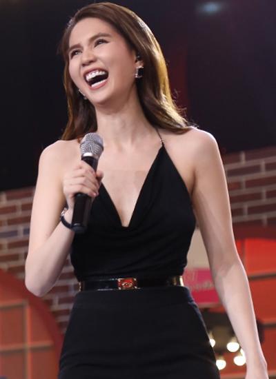 Nữ diễn viên Vòng eo 56 mặc áo hai dây liền quần