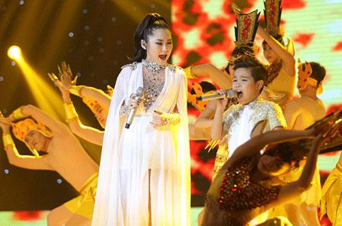 Trong phần kết hợp khách mời Hương Tràm trong ca khúc Phật bà nghìn mắt nghìn tay