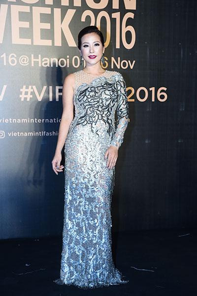 Hoa hậu Thu Hoài diện đầm Công Trí.