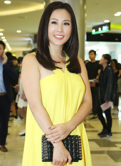 Hoa hậu Thu Hoài trẻ trung
