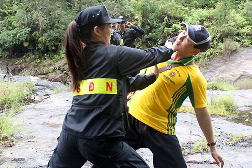 nhan-phuc-vinh-tung-gap-tai-nan-moto-khi-dong-phim-hanh-dong-2