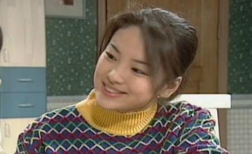 nhung-vai-dien-gay-bao-cua-song-hye-kyo-qua-20-nam-1