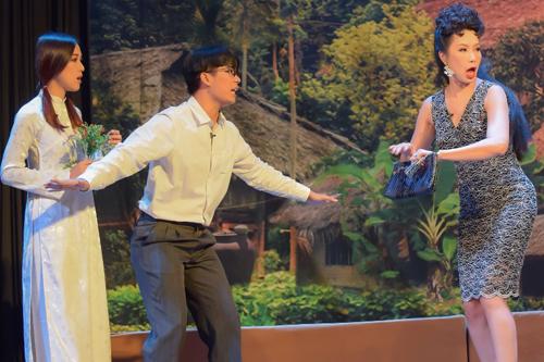 Trong vở kịch đang được diễn tại sân khấu của
