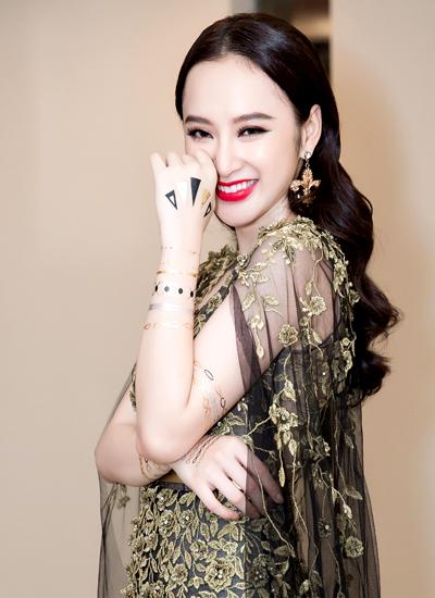 angela-phuong-trinh-mac-vay-xuyen-thau-du-su-kien-1