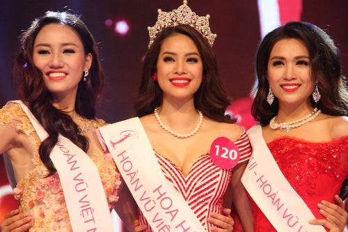 Hoa hậu Phạm Hương, Á hậu 1 Trà My (trái) và Á hậu 2 Lệ Hằng.