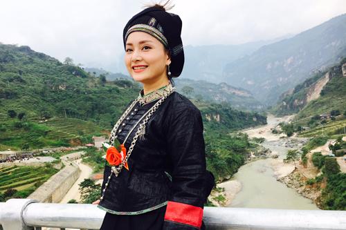 Cô đến thăm cây cầu Cốc Pài tại thị trấn Cốc Pài, huyện Xín Mần, tỉnh Hà Giang