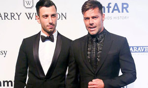 Ricky Martin đính hôn với bạn trai sau một năm hẹn hò