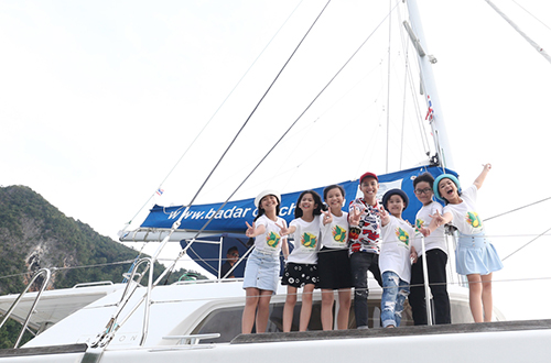 Noo Phước Thịnh cùng 6 thí sinh The Voice Kids trong đội của anh đang có chuyến du lịch ở Phuket theo lời mời của Tổng cục du lịch Thái Lan.