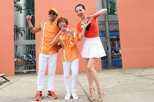 Đây là dự án âm nhạc của nhạc sĩ Phương Uyên cùng 3 cá tính âm nhạc: Nữ ca sĩ Tóc Tiên đại diện cho giới trẻ, nam ca sĩ - rocker Phạm Anh Khoa đại diện cho những ông bố, bà mẹ trẻ  và thần tượng âm nhạc nhí Cao Minh Thiên Tùng (giữa).