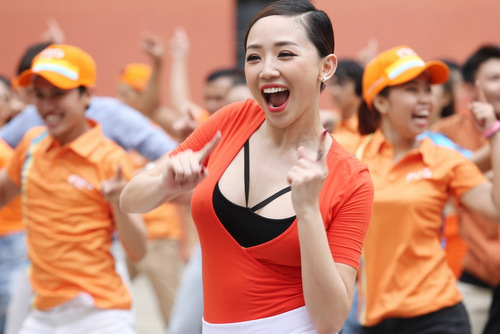 toc-tien-mac-vay-ngan-nhay-flashmob-cung-300-nguoi-sai-gon-5