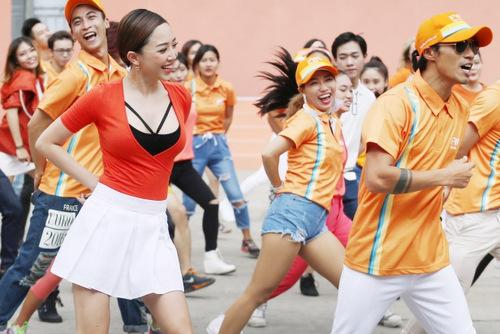 toc-tien-mac-vay-ngan-nhay-flashmob-cung-300-nguoi-sai-gon-3