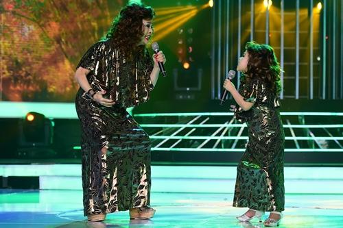 Trong tập tám, ca sĩ Vũ Hà (trái) và học trò Diệp Nhi