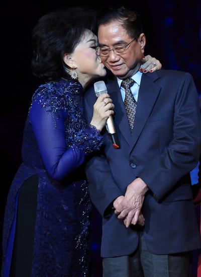 Trong đêm nhạc, nữ hoàng sầu muộn cảm ơn