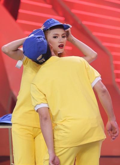 Trong trò chơi vận động, Hương Giang Idol tiếp tục
