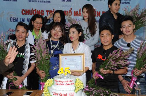 viet-trinh-ho-tro-350-benh-nhan-mo-duc-thuy-tinh-the-6