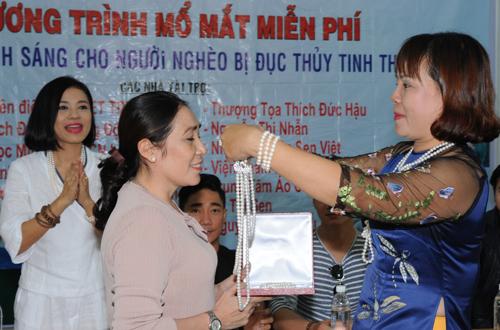 viet-trinh-ho-tro-350-benh-nhan-mo-duc-thuy-tinh-the-9