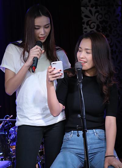 hong-nhung-chu-moi-hon-my-tam-khi-tap-hat-7