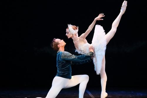 ballet-ho-thien-nga-ban-het-ve-truoc-ngay-dien-o-tp-hcm