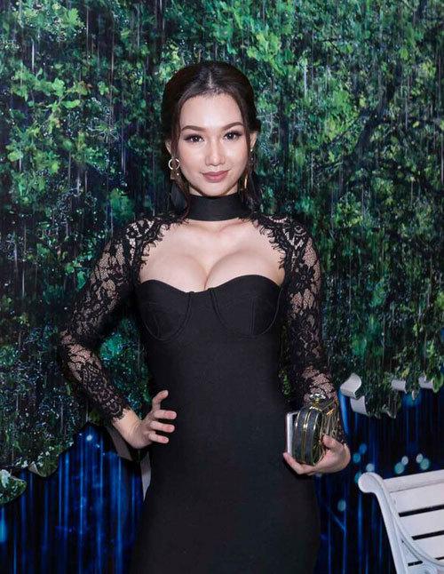 Phạm Hương, Hương Tràm diện váy khoét ngực dự sự kiện