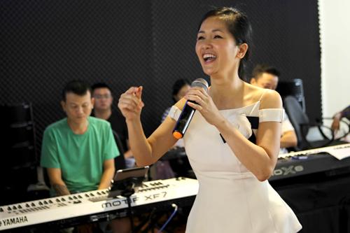Hồng Nhung được Khánh Ly nhận định là giọng ca được nhạc sĩ họ Trịnh sáng tác