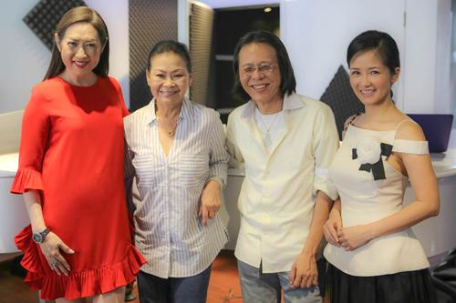 Từ trái qua: danh ca Ý Lan, Khánh Ly, nhạc sĩ Nguyễn Quang, ca sĩ Hồng Nhung.