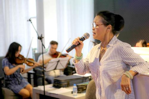 Đêm nhạc Khánh Ly có ba chủ đề: Hoài niệm, Mẹ và quê hương Việt Nam, Tình yêu - tình người. N