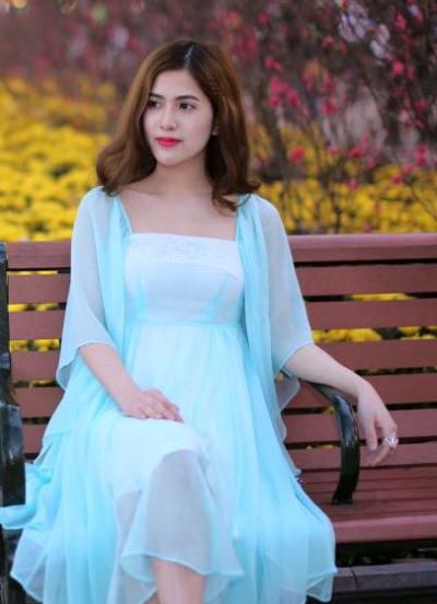 Kín tiếng với truyền thông nhưng Việt Anh và vợ luôn thoải mái chia sẻ tình cảm dành cho nhau trên mạng xã hội.