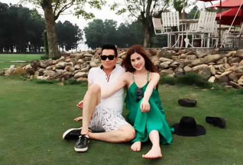 Hai vợ chồng có sở thích đi du lịch mỗi khi rảnh rỗi.