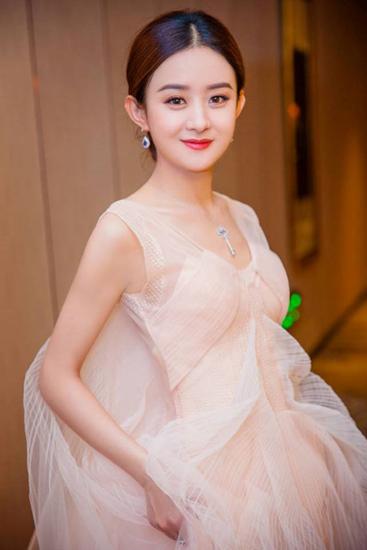 my-nhan-dong-ke-muon-lam-vo-duong-tang-trong-tay-du-ky-2017-2