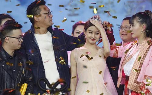 my-nhan-dong-ke-muon-lam-vo-duong-tang-trong-tay-du-ky-2017-4