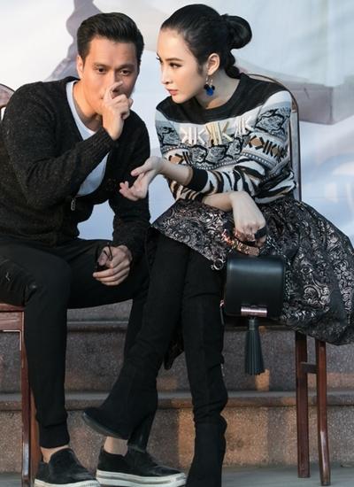 Diễn viên Việt Anh (trái) góp mặt trong buổi giao lưu của bộ phim anh đạo diễn kiêm biên kịch.