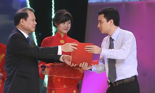 Tác giả Vũ Văn Tiến được trao giải B (không có giải A) Giải Báo chí Quốc gia năm 2011