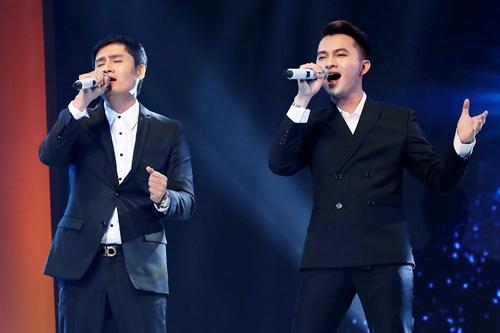 Nam Cường (phải) hoán đổi bài hit Khó (Khắc Việt)