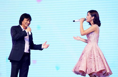 Sau đó nghệ sĩ song ca cùng ca sĩ Hoàng Yến Chibi bài hit Ngây ngô của cô. Chất giọng khoáng đạt, sôi nổi của Quang Lý kết hợp giọng ca trong trẻo của ca sĩ trẻ được các nghệ sĩ và khán giả cổ vũ.