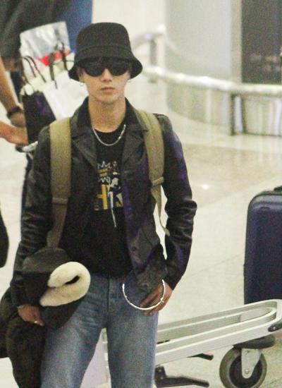 Đêm 7.12, Yesung  một trong ba giọng ca chính của nhóm nhạc Super Junior (Hàn Quốc) đã có mặt tại sân bay Tân Sơn Nhất. Anh tới Việt Nam để chuẩn bị cho việc tham gia ghi hình chương trình Nhạc Hội Song Ca 2017 [Duet Song Festival phiên bản Việt]
