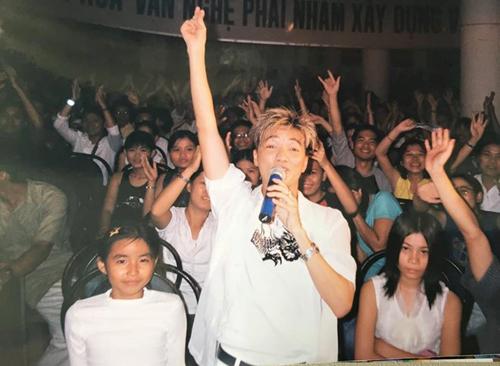 Đàm Vĩnh Hưng cùng khán giả trẻ thời anh mới đi hát.