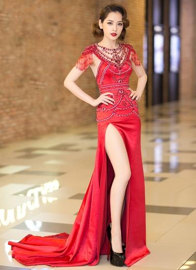 Chi Pu mặc trang phục