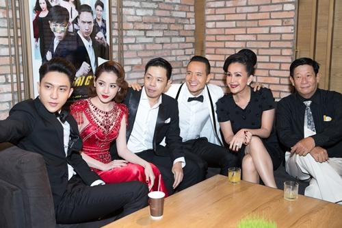 Các diễn viên trong phim từ trái qua: B Trần, Chi Pu, Thái Hòa, Kim Lý