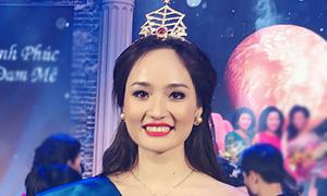 'Nữ hoàng đá quý 2016' bị xướng nhầm danh hiệu