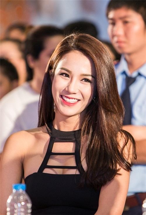 Khuôn mặt Diệp Lâm Anh biến đổi sau 6 năm