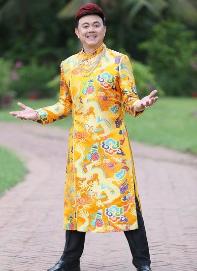Nghệ sĩ Chí Tài vào vai một đại gia 60 tuổi thích chải chuốt, sợ vợ.