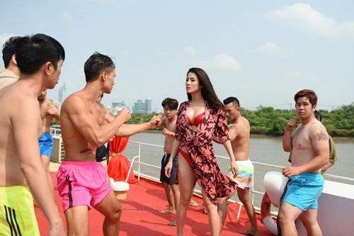 Cảnh đánh nhau trên du thuyền