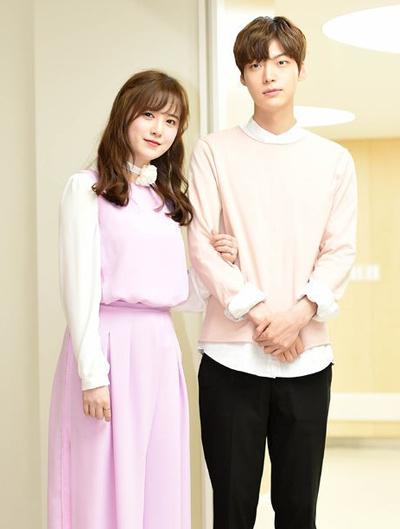 Goo Hye Sun và Ahn Jae Hyun kết hôn vào ngày 21/5. Khác với nhiều cặp uyên ương khác, đôi vợ chồng quyết định không làm đám cưới.