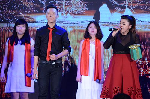 than-dong-evan-le-mac-ao-dai-dan-bai-diem-xua-5