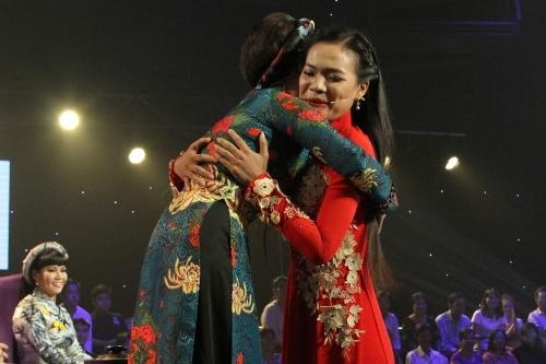 Nữ nghệ sĩ Ưu tú cũng thuyết phục được thí sinh Yến Nhi sau khi nghe cô hát nhạc phẩm Em là Hậu Giang. Sau năm tập đầu, mỗi huấn luyện viên